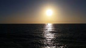 Navigação fora no por do sol Fotos de Stock