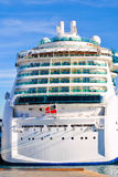 Navigação luxuosa do navio de cruzeiros do porto Fotografia de Stock Royalty Free