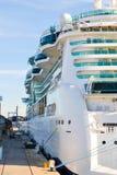 Navigação luxuosa do navio de cruzeiros do porto Fotografia de Stock