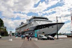 Navigação luxuosa do navio de cruzeiros do porto Noruega Fotos de Stock