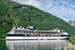Navigação luxuosa do navio de cruzeiros do porto Noruega Imagens de Stock