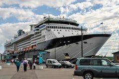 Navigação luxuosa do navio de cruzeiros do porto Noruega Imagens de Stock Royalty Free