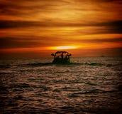 Navigação no por do sol Imagens de Stock