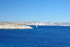 Navigação pequena entre as ilhas Fotografia de Stock Royalty Free