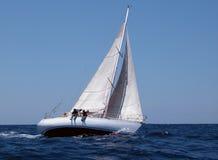 Navigando con il forte vento immagine stock