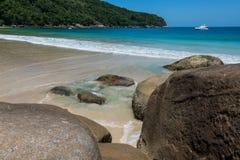 Navigando a Ilha grande, balzi Mendes, Brasile Rio fa Janeiro BR Immagine Stock