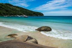 Navigando a Ilha grande, balzi Mendes, Brasile Rio fa Janeiro BR Fotografia Stock Libera da Diritti