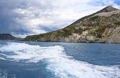 Navigando intorno all'isola Lipari Immagine Stock