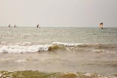 Navigando in mare agitato Fotografia Stock Libera da Diritti