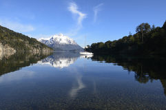 Navigando in Nahuel Huapi National Park immagine stock libera da diritti
