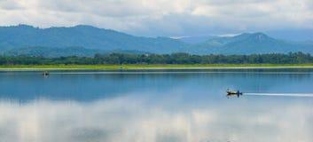 Navigando nel lago Fotografia Stock Libera da Diritti