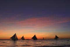 Navigando nel tramonto Immagini Stock