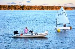 Navigando nella Gold Coast Queensland Australia Immagine Stock Libera da Diritti