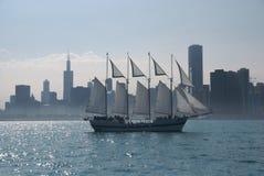 Navigando oltre Chicago Immagini Stock