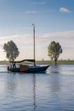 Navigando su una mattina windless Fotografia Stock