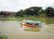 Navigando sul fiume Fotografie Stock