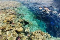 Navigando usando una presa d'aria nel Mar Rosso Fotografie Stock
