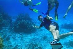 Navigando usando una presa d'aria nel Mar Rosso Fotografia Stock