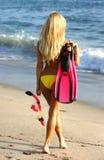 Navigare usando una presa d'aria andante della donna in San Clemente Immagini Stock Libere da Diritti