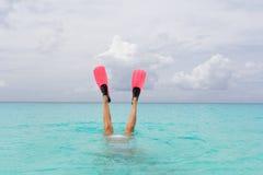 Navigare usando una presa d'aria femminile Immagini Stock
