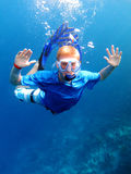 Navigare usando una presa d'aria underwater fotografia stock libera da diritti