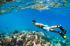 Navigare usando una presa d'aria Underwater Fotografie Stock