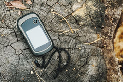 Navigateur se trouvant sur une surface en bois Photographie stock