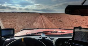 Navigatie door de woestijn stock foto's
