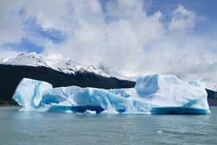 Navigatie op Argentino-meer, het landschap van Patagoni?, Argentini? stock foto