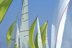Navigation au bon arrière-plan de vent/voiles Photos stock