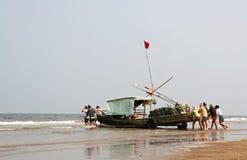 Navigation avec le bateau en bambou au Vietnam Photographie stock libre de droits