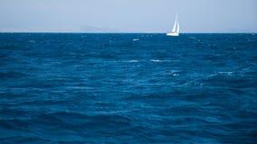 Navigation blanche de yacht Images stock