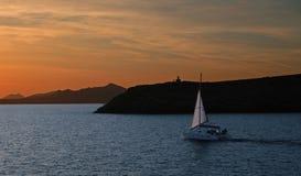 Navigation dans le coucher du soleil Images libres de droits
