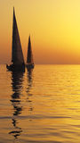Navigation dans le coucher du soleil Arabe de Golfe Photos libres de droits
