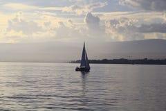 Navigation dans le lac Image libre de droits