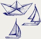 Navigation de bateau et de bateau à voiles de papier d'Origami Photographie stock libre de droits