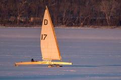 Navigation de bateau de glace sur le lac Pepin image libre de droits