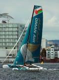Navigation de catamaran dans la baie de Cardiff Photographie stock libre de droits