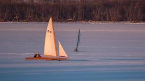 Navigation de deux bateaux de glace sur le lac Pepin images libres de droits