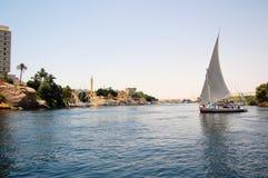 Navigation de Felluca en bas du fleuve de Nil Photo libre de droits