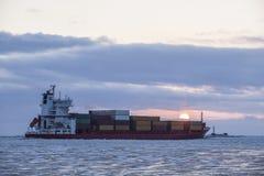 Navigation de navire porte-conteneurs de cargaison Photographie stock