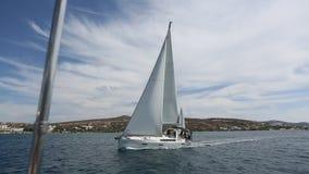 Navigation par des vagues en mer Voyage clips vidéos