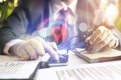 Navigation par l'intermédiaire de téléphone intelligent Images libres de droits