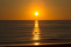 Navigation par le coucher du soleil Photo stock
