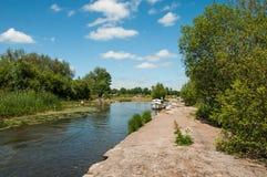 Navigation sur les eaux bleues dans les balises de Brecon du Pays de Galles Photographie stock libre de droits