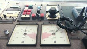Navigationsbr?cke von Schiffskapit?nen drehen sich, Steuerung des Schiffs stock video