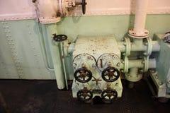 Navigationsbrettwerkzeuge, Seemaschine Teile eines Bootes oder des Schiffs Pumpen und Motoren lizenzfreies stockfoto