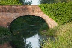 Navigationsflußbrücke lizenzfreie stockbilder