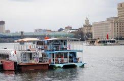 Navigationsjahreszeitöffnung in Moskau Stockbild