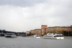 Navigationsjahreszeitöffnung in Moskau Stockfotos
